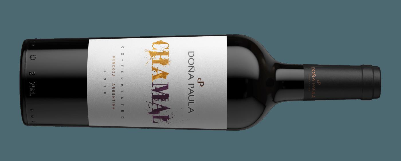 Doña Paula Chamal se distingue por ser un vino audaz y complejo, gracias a que las diferentes cepas colaboran entre sí en la extracción de diversos componentes, logrando un vino más expresivo, más aromático con paladar redondo.
