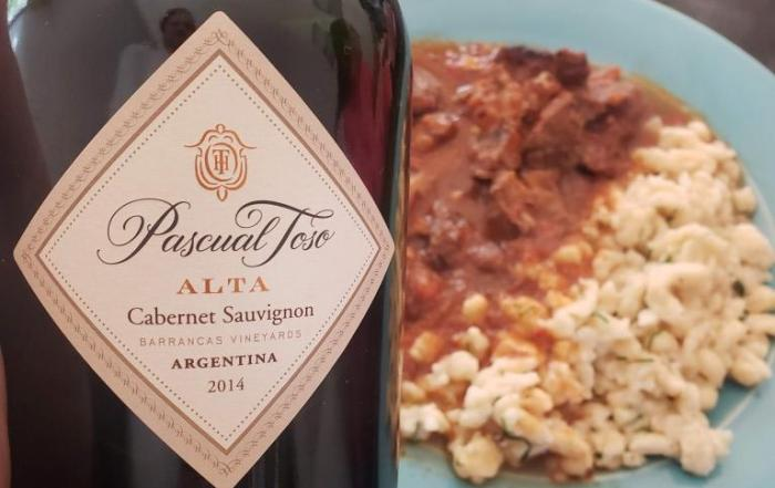 Goulash con Spaetzle y Pascual Toso Alta Cabernet Sauvignon 2014