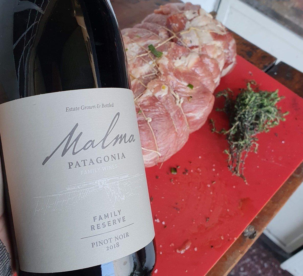 Bondiola Rellena y Malma Reserva de Familia Pinot Noir 2018