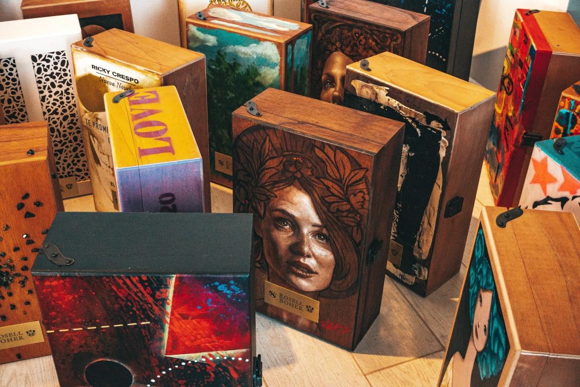 Rosell Boher ART 2020 - Estuches intervenidos por artistas argentinos con 2 espumantes con fines solidarios