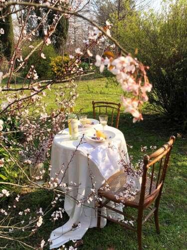 Peras con almíbar de lavanda y flores del bosque junto al Circus Dulce Terroir (1)